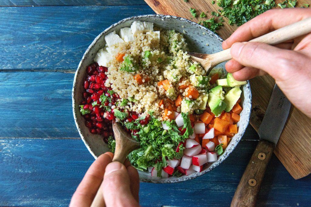 Grünkohlsalat mit Quinoa und Süßkartoffeln