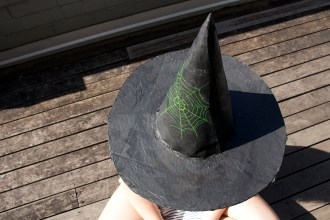 Make your own witch's hat for Halloween