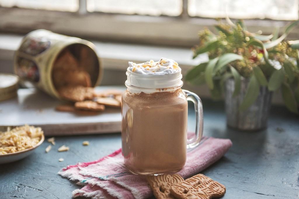 chocolate smoothie-dates-almonds-HelloFresh