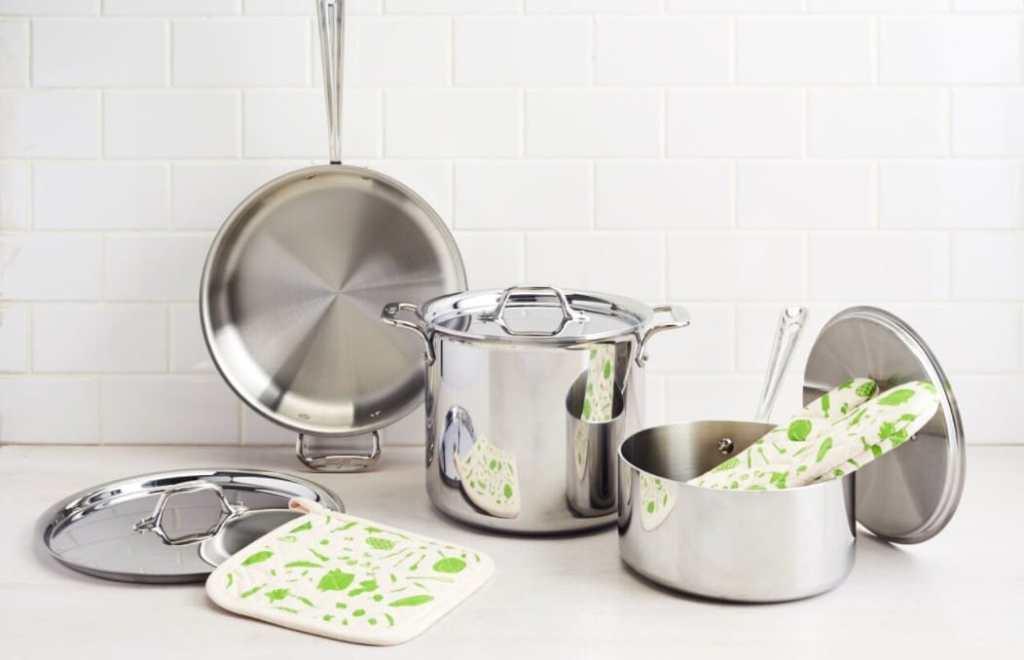 nonstick-stainless steel pots and pans-HelloFresh-Kitchenware