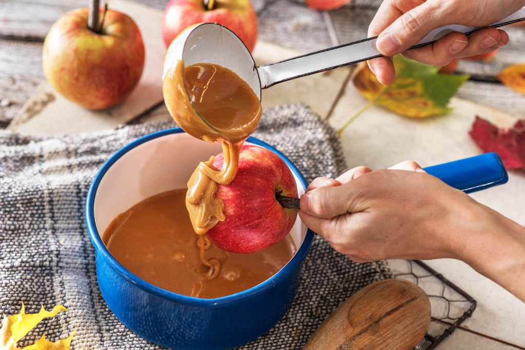 how to make caramel apples-HelloFresh
