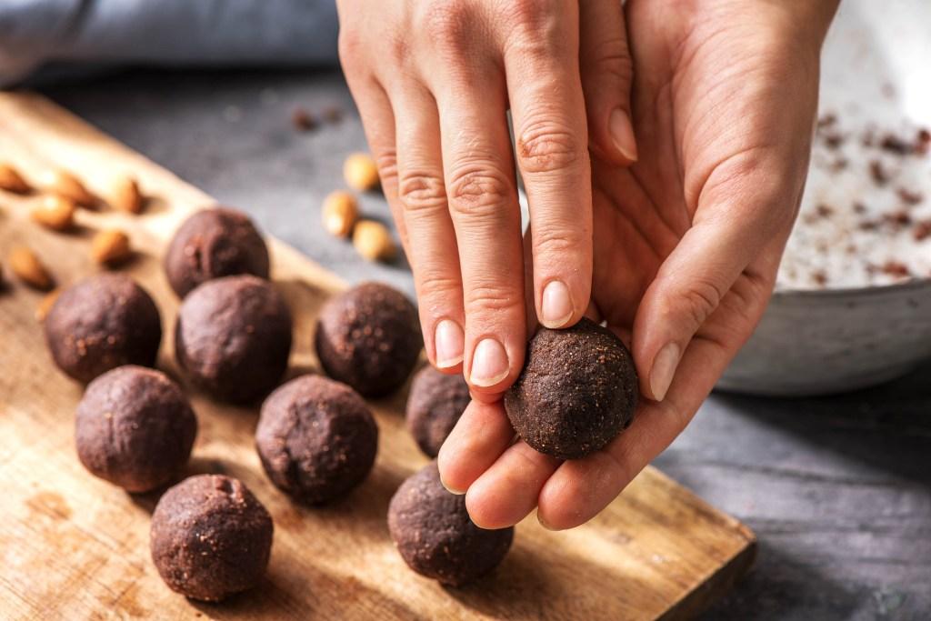 energy balls recipe-HelloFresh-chocolate-almond