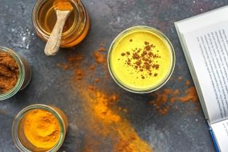 Trendgetränk Goldene Milch: Was es mit dem Kurkuma Latte auf sich hat