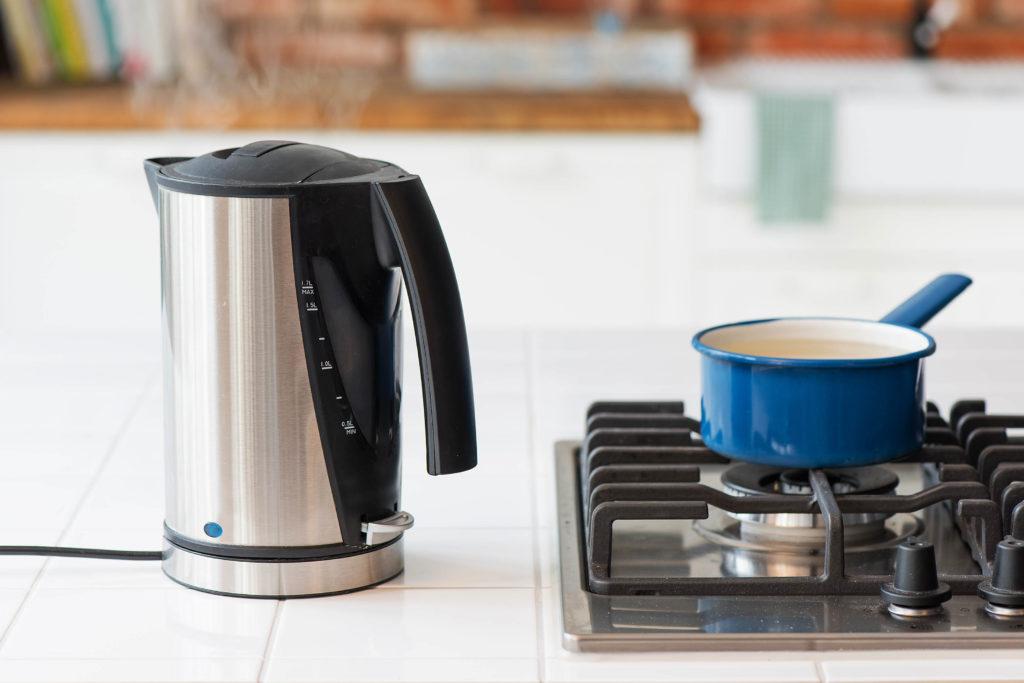 Wasser kocht im Wasserkocher wesentlich schneller