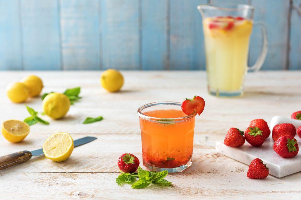 Selbstgemachte Limonade mit Erdbeeren: Limo