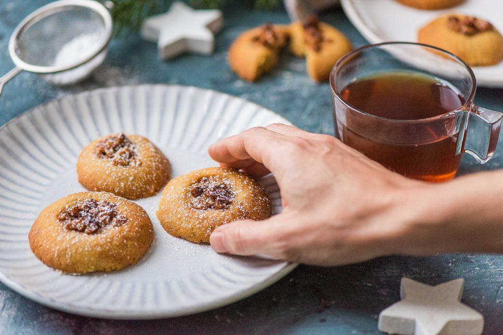 Weihnachtsbäckerei: Plätzchen nehmen