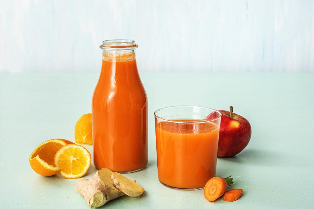 Alles, was Du über eine Saftkur wissen musst: Orangener Saft