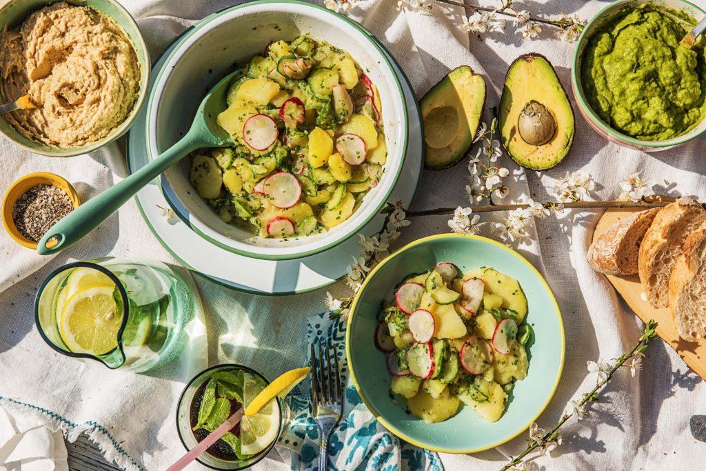 Genieße den Kartoffelsalat zum Grillen