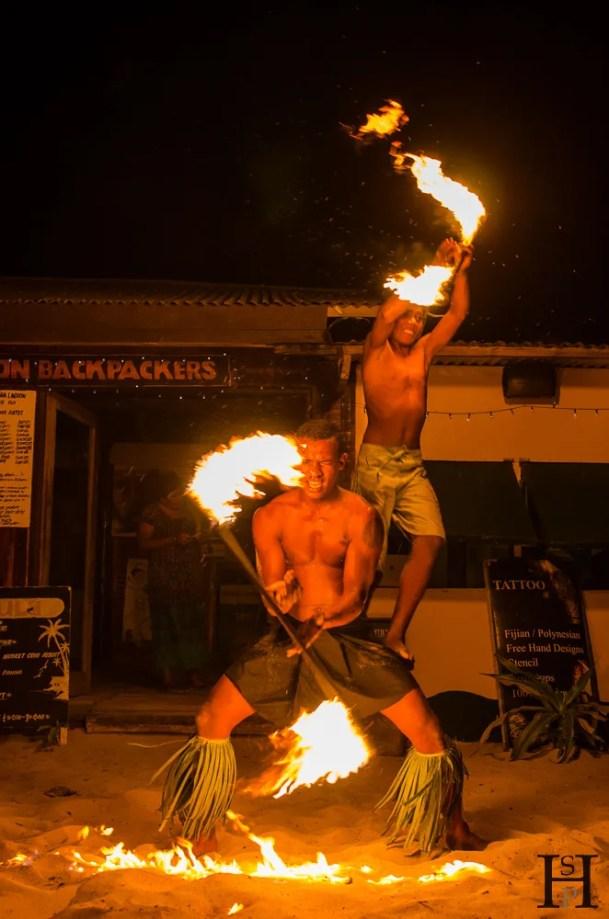 20120717-203448-Feuershow, Fidschi, Mana Island, Mana Lagoon Backpackers, Patrick, Weltreise-_DSC9963