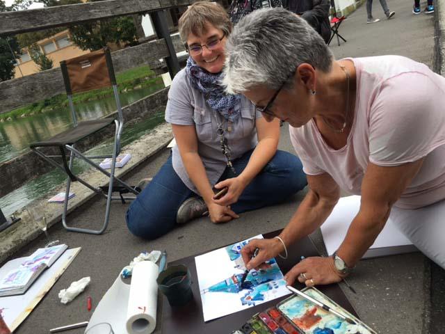 Zeichnen auf der Straße mit Spaß