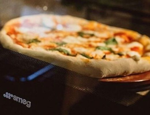 home-crafted pizza, smeg, hirschs homestore, hirschs, cooking, cooking online, baking, easy food