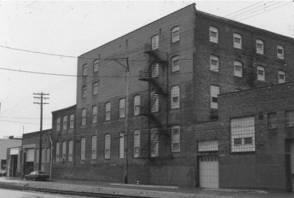 Pittsburgh Wool Company facade, 1996. Photo by author.
