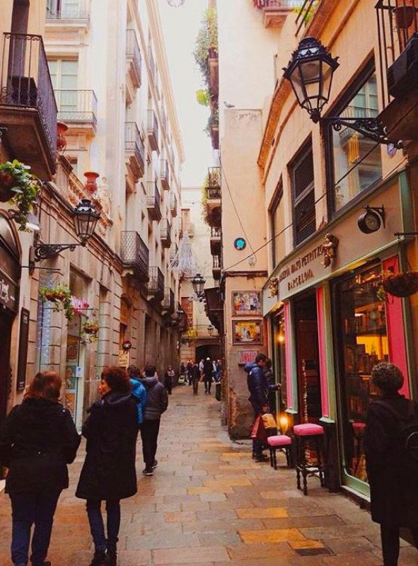 Prettiest Places to Eat in Barcelona: Carrer de Petritxol