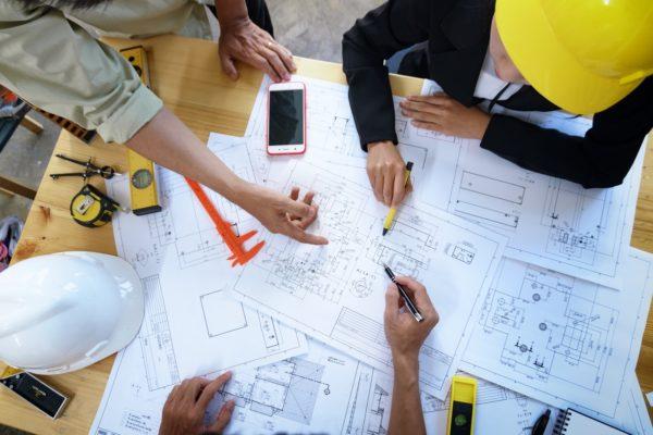 contractors communicating