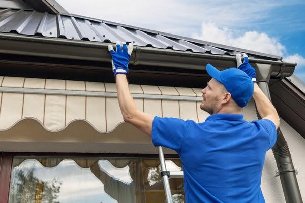 pro installing gutters