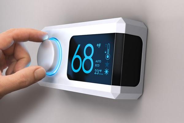 adjusting thermostat heating furnace