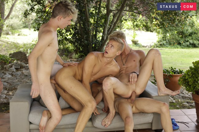 outdoors-four-horny-dudes-2-14