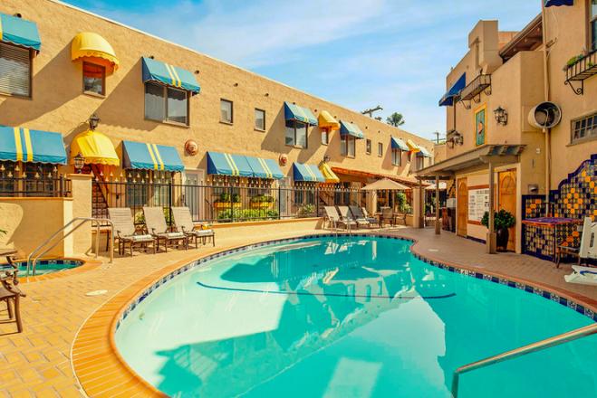 The beautiful pool at El Cordova in San Diego.