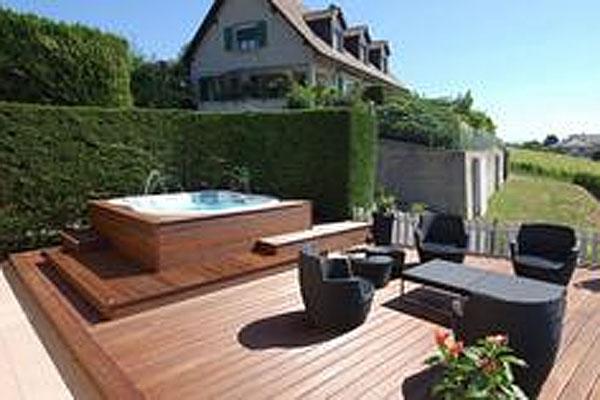 15 hot tub deck surround ideas