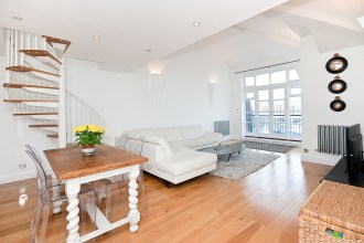 Three Bedroom Apartment with Spectacular Panoramic Views across Limehouse Basin, E14