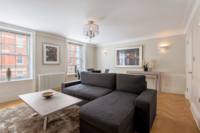 2 Bedroom Luxury Apartment in Charming Georgian Conversion, Gray's Inn Road, WC1