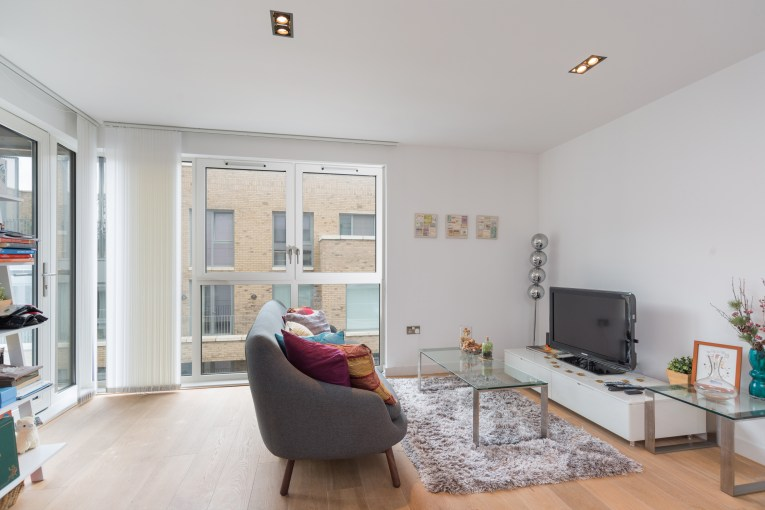 One Bedroom Apartment in Striking Shoreditch Development, Avant Garde, E1