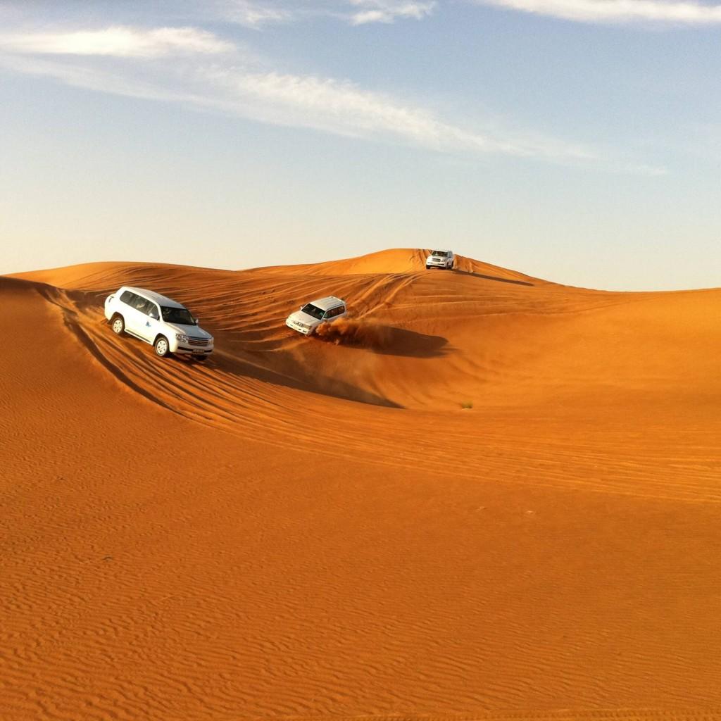 O passeio pelo safári no deserto