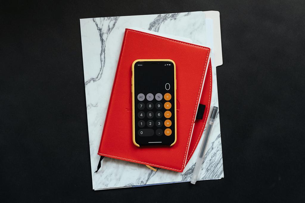 Um celular e uma agenda