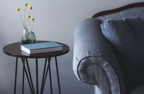 sofá-estampado-com-decoração-classica