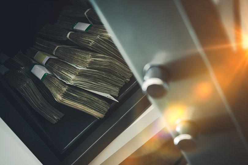 SSimpan Uang di Tempat yang Simpan Uang di Tempat yang Aman