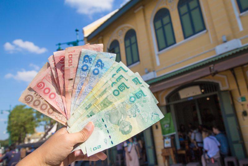 Cadangan Uang Kas Saat Liburan ke Luar Negeri