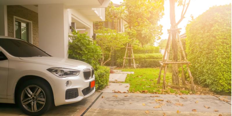 Memiliki Mobil dan Rumah Pribadi