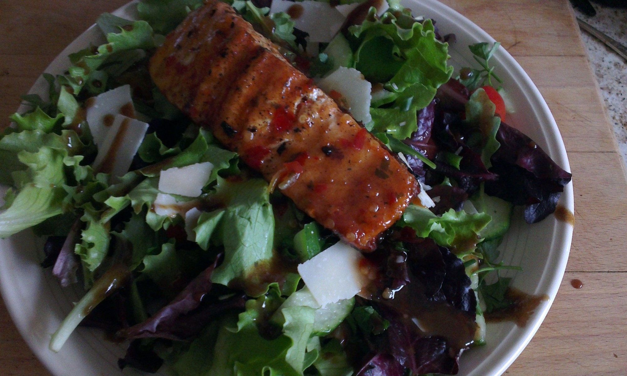 Grilled salmon with sweet chilli on salad.