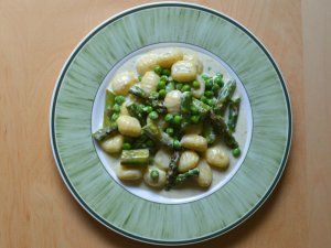 Recipe: Creamy blue cheese gnocchi with asparagus and peas