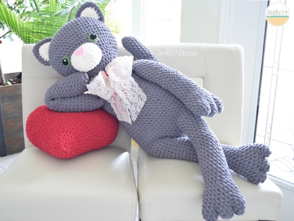 Sassy The Kitty Cat With Heart Big Amigurumi Pattern by IraRott