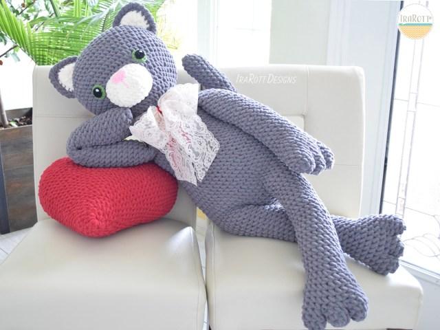 Sassy The Kitty Cat With Heart Big Amigurumi Pattern by IraRott