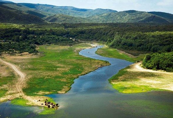 نهر Binkılıç وجبال يلديز