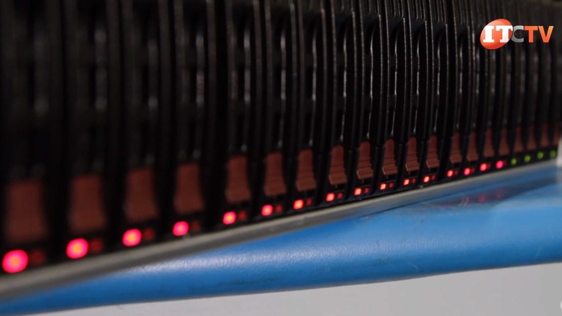 Supermicro SuperServer 4029GP-TRT2 Drive Bays