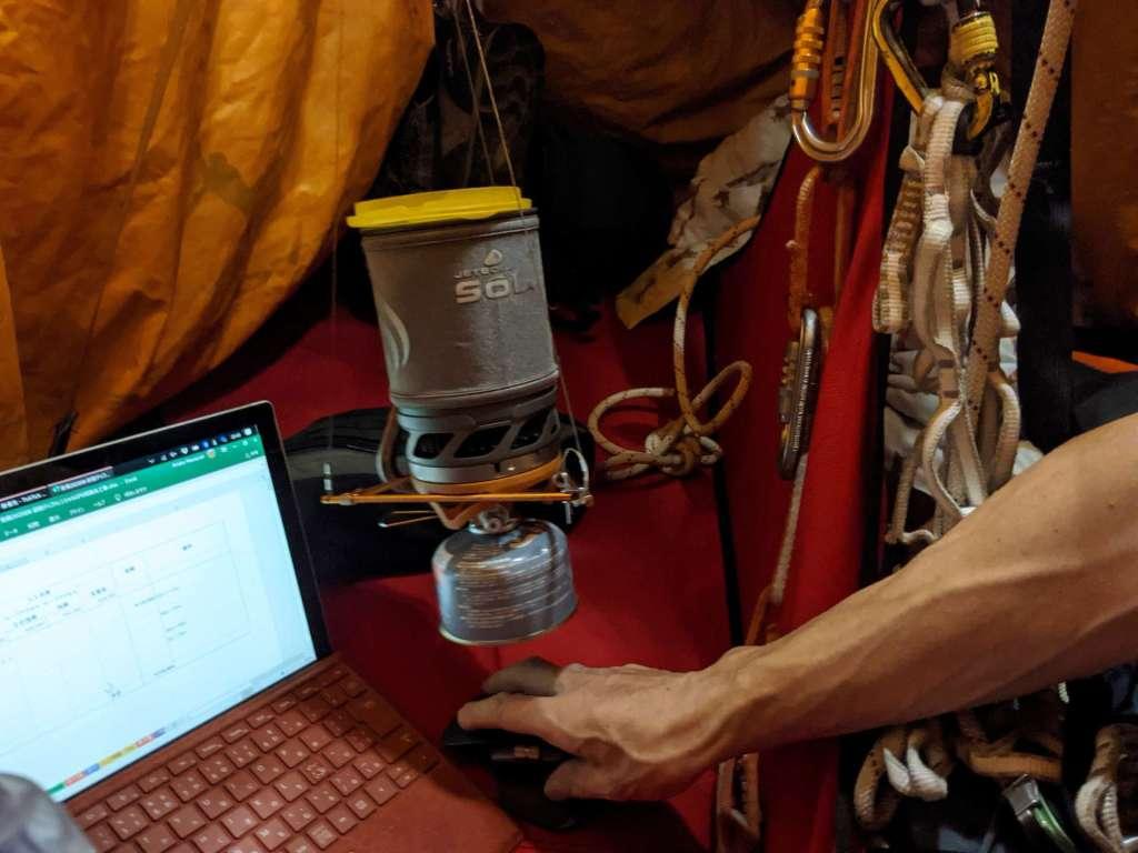 樹上ソロキャンプ、パソコンもあります。:開拓生活研究所ブログ