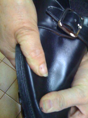 chaussures en cuir vérifier la qualité d'un montage goodyear
