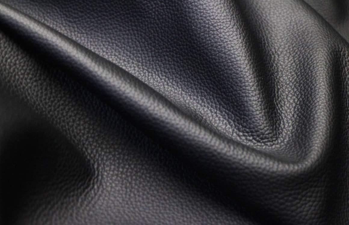 Chaussures en cuir noir  indispensables ou à éviter   a3adddcee40e