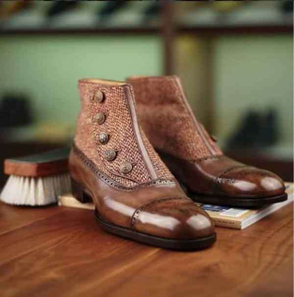 choisir des chaussures pour homme bottine-boutons
