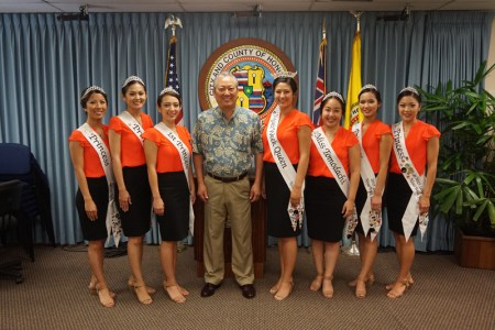 The 2015 Nisei Week Court with Roy Amemiya, Managing Director of the City and County of Honolulu.