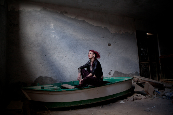 girl-in-boat-by-john-hicks-photography