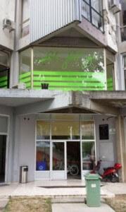 A Dráva Rádió egykori épülete, golyó ütötte sebekkel.