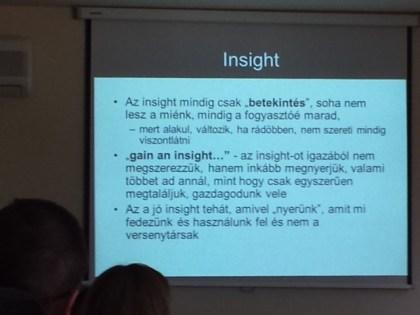 Az Insight fogalma kivetített táblán