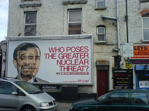 Barack Obama y Mahmud Ahmadineyad valla publicitaria