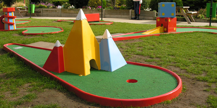 pyramid-crazy-golf-party-hire
