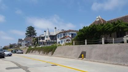 Une des magnifiques maisons au bord de la plage... Ça doit coûter une blinde par contre haha