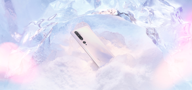 The Mi Note 10 chilling in ice